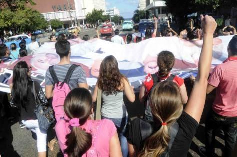 Jóvenes celebran y desfilan por la avenida 23. Foto: Roberto Morejón